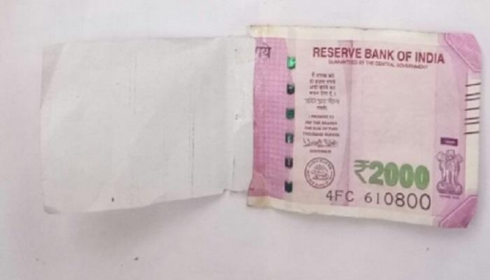 दिल्लीत एटीएममधून निघाली २०००ची अर्धी नोट