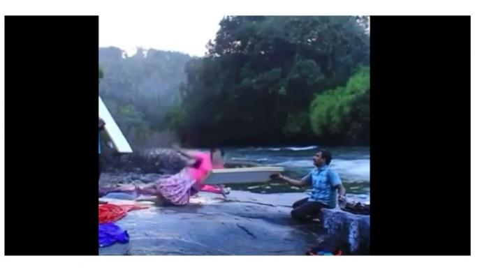 शुटिंग सुरू असताना सैराटची आर्ची-रिंकू नदीत पडली