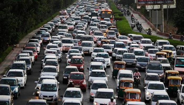 दिल्लीत प्रदुषणाचा  प्रश्न गंभीर, कृत्रिम पाऊस पाडण्याचे निर्देश