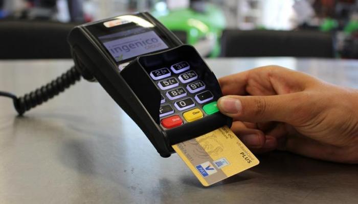 डेबिट-क्रेडीट कार्ड वापरणाऱ्यांसाठी खुशखबर, सरकार देणार मोठी सूट