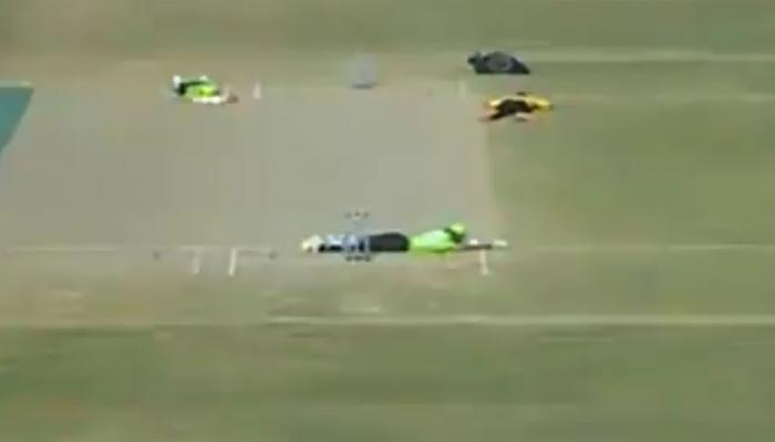 क्रिकेटच्या मैदानात असे काही घडले की...