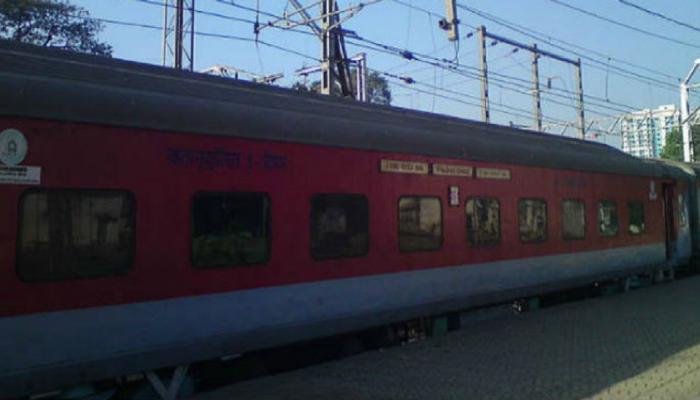 अहमदाबाद रेल्वे स्थानकात बॉम्बची अफवा