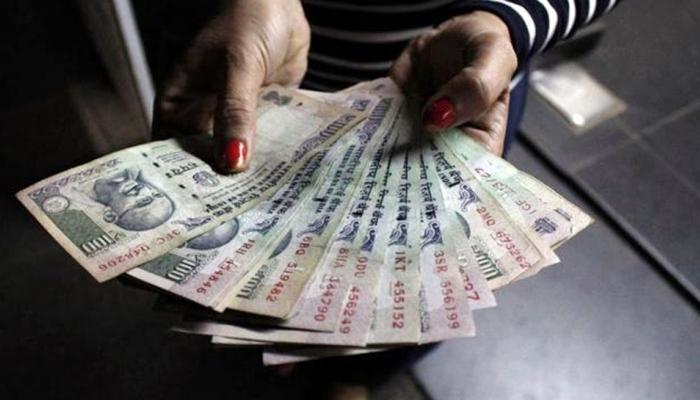 अकाऊंटमधून कापलेले पैसे एटीएममधून न आल्यास बॅंक देणार रोज १०० रूपये