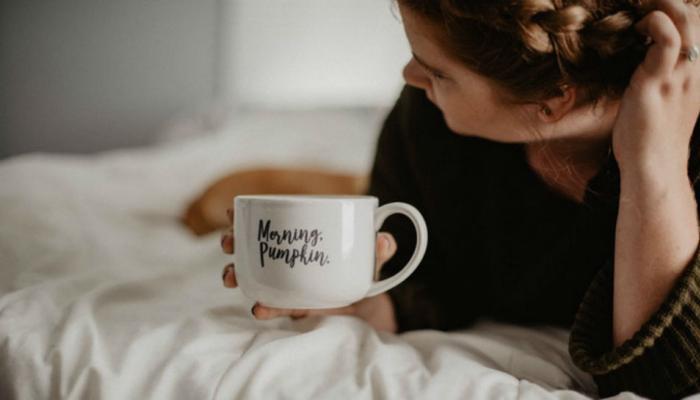 सकाळी उठल्यावर अजिबात करू नका या गोष्टी?