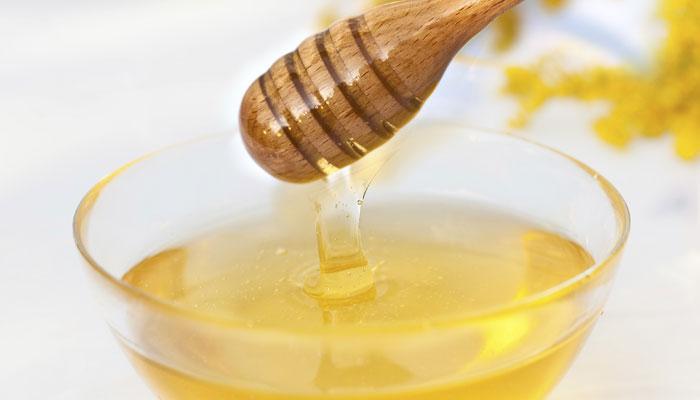 थंडीत १ चमचा मध सेवनाचे २० गुणकारी फायदे