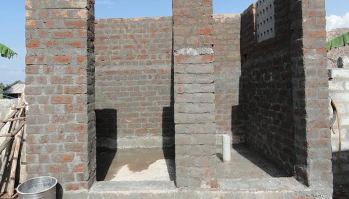 धक्कादायक! शौचालय बंधण्यासाठी नगरपालिका अभियंत्याने केली शारीरिक संबंधाची मागणी