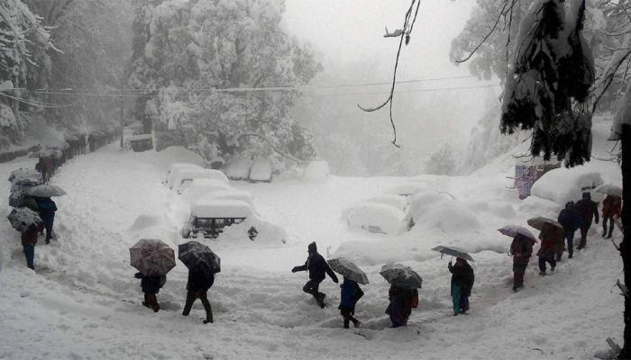 जम्मू-काश्मीरमध्ये जोरदार हिमवृष्टी
