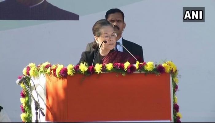 २० वर्षांपूर्वी भाषणात माझे हात थरथरत होते - सोनिया गांधी