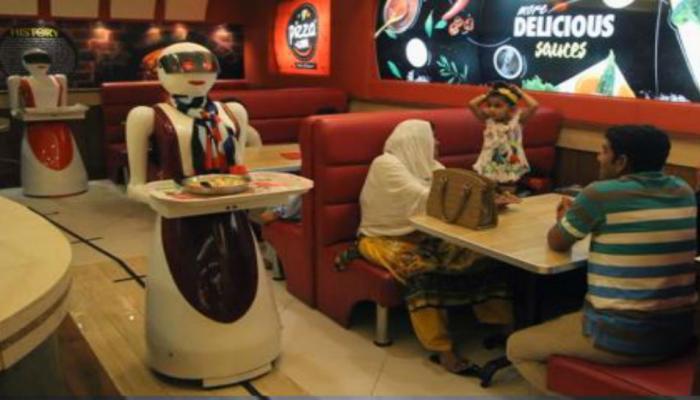 जेव्हा उपहारगृहात रोबोट करतात खाद्य पदार्थ सर्व...