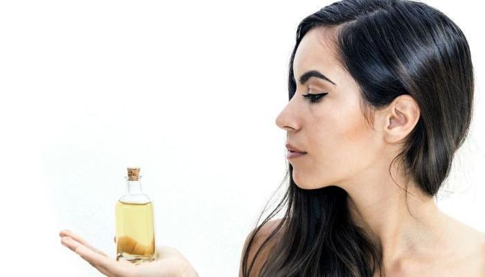 आयुर्वेदाच्या दोषांनुसार केसांंचे आरोग्य सुधारण्यासाठी कोणते तेल निवडाल ?