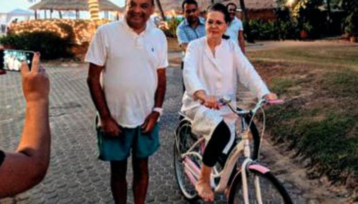 सोनिया गांधी नववर्षासाठी गोव्यात, लुटला सायकलिंगचा आनंद