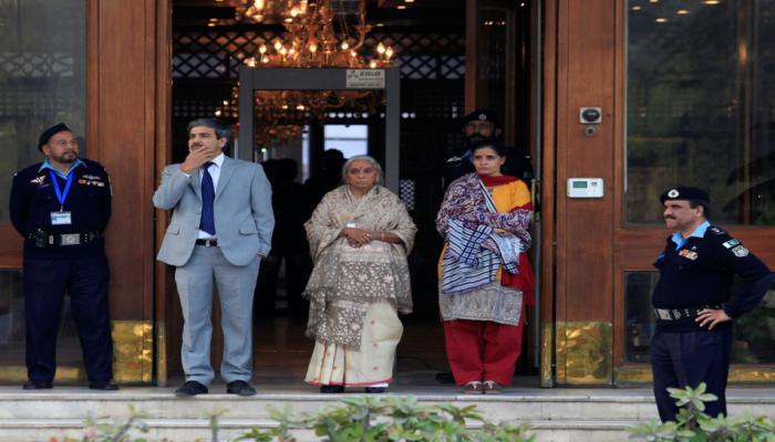 पाकिस्तानी मीडियानं जाधव कुटुंबीयांना अशी वागणूक दिली...