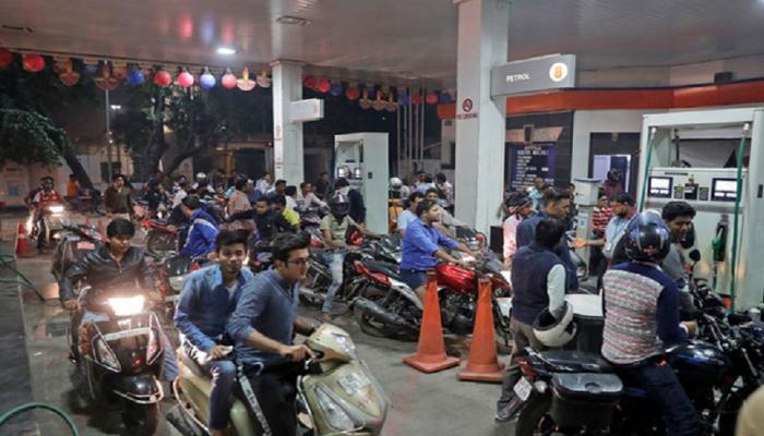 मागासलेल्या पाकिस्तान आणि बांगलादेशपेक्षा भारतात पेट्रोल, डिझेल महाग...