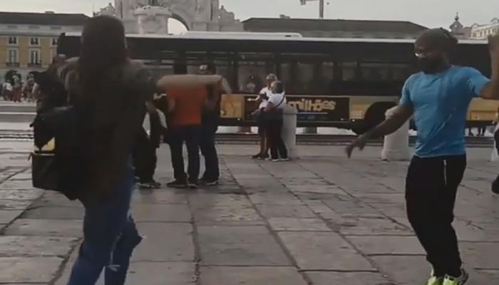 परदेशातील रस्त्यांवर विरूष्काचा डान्स