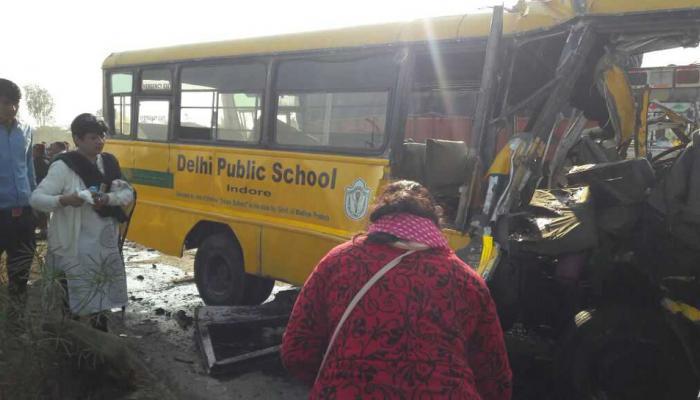 शाळेची बस आणि ट्रकची धडक, सहा जणांचा मृत्यू