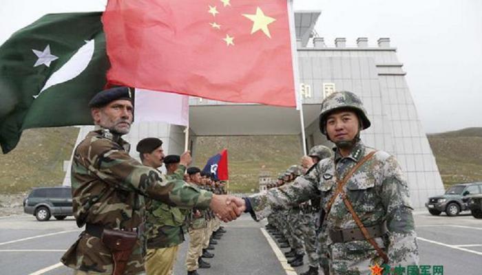 चीन पाकिस्तानशी हातमिळवणी करुन भारताच्या सीमेवर काय करतोय ?