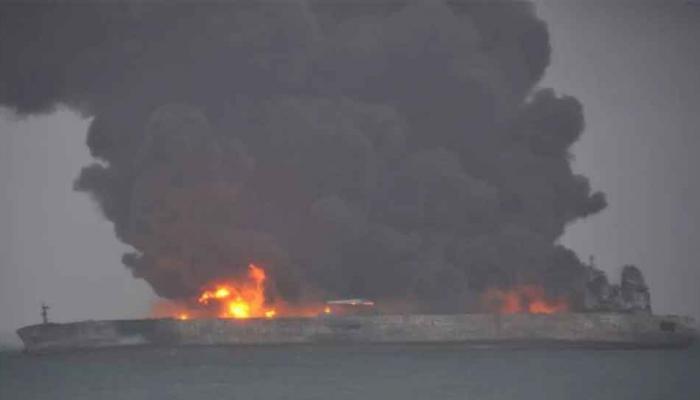 इराणच्या तेलवाहू जहाजाची एका मालवाहू जहाजाला चीनी समुद्रात धडक