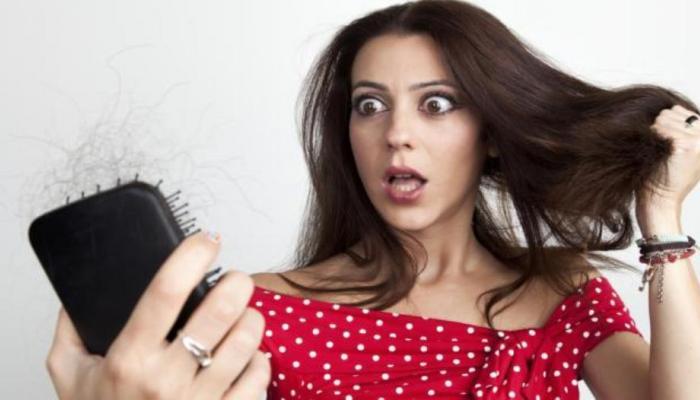 ताणतणावाचा केसांच्या आरोग्यावर होतो या '4' प्रकारे परिणाम