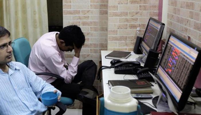 'शेअर बाजारात पडझड, छोट्या गुंतवणूकदारांनी वाट पाहावी'