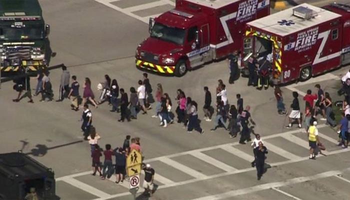 अमेरिका : फ्लोरिडामध्ये माजी विद्यार्थ्याने केला गोळीबार, 17 लोकांचा मृत्यू 20 जण जखमी