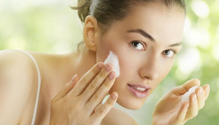 साध्या पद्धतीने चेहरा स्वच्छ ठेवण्याच्या काही टिप्स