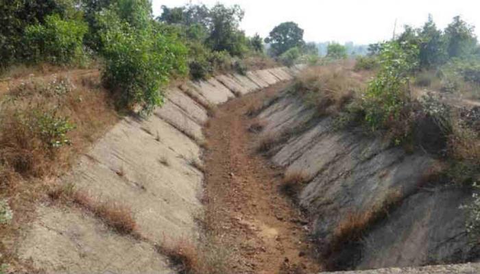 अनेक वर्षांपासून रखडलेल्या सिंचन प्रकल्पावरच गावक-यांचे आंदोलन