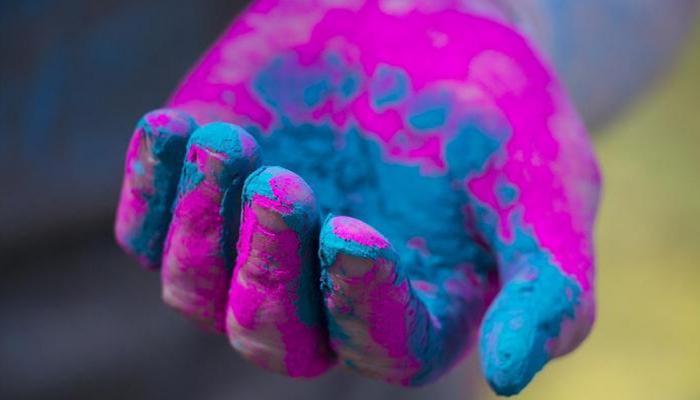मुंबईत होळीच्या रंगाचा बेरंग, २५ हून अधिक जणांना रंगाची बाधा