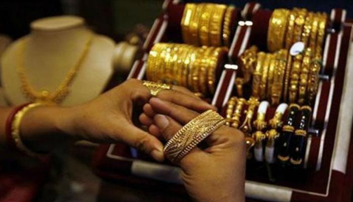 लग्नसराईत आनंदाची बातमी, सोनं-चांदीच्या दरात घट