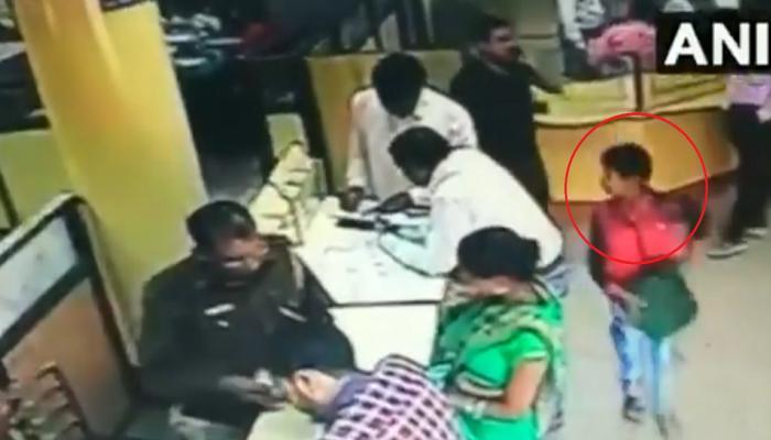 VIDEO: १२ वर्षांच्या मुलाने एसबीआयच्या ब्रांचमधून चोरले ३ लाख रुपये