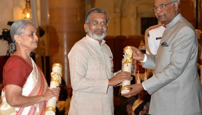 फोटो : डॉ. अभय बंग आणि राणी बंग यांना 'पद्म' पुरस्कार प्रदान