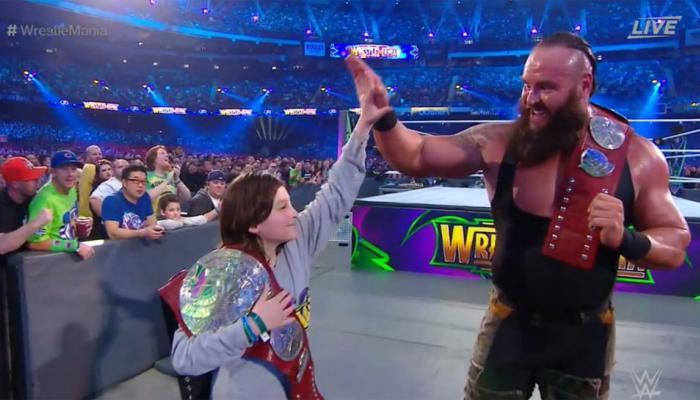 VIDEO : WWE च्या इतिहासात पहिल्यांदा, ब्रॉन स्ट्रोमॅनसोबत 10 वर्षाचा मुलगा झाला चॅम्पिअन
