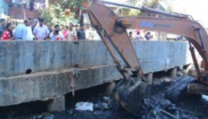 मुंबईतील नालेसफाई, 'कोस्टल' रोडवरुन भाजपचा शिवसेनेवर निशाणा