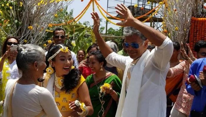 मिलिंद सोमणचा गर्लफ्रेन्डसोबतचा डान्स व्हीडीओ व्हायरल