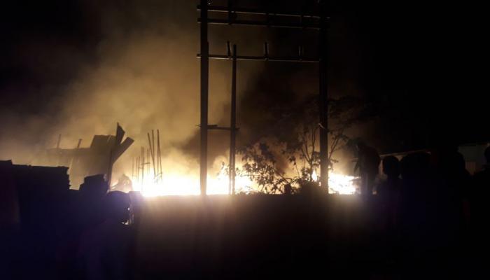 लाकडी फोरक्लिपच्या गोदामाला भीषण आग