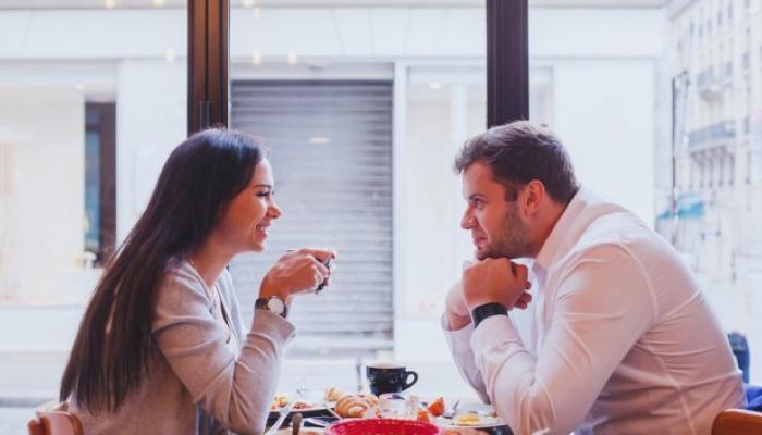 खरं प्रेम की आकर्षण... कसा ओळखाल यामधील फरक?