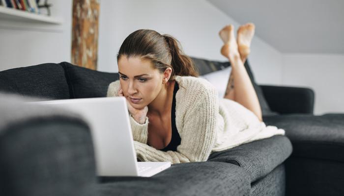 ऑनलाईन वधू वराची निवड करताना या '4' गोष्टीचं भान ठेवा
