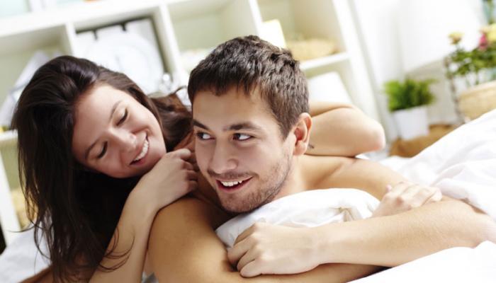 तुमच्या पार्टनरला अधिक रोमँटिक करतील या टिप्स