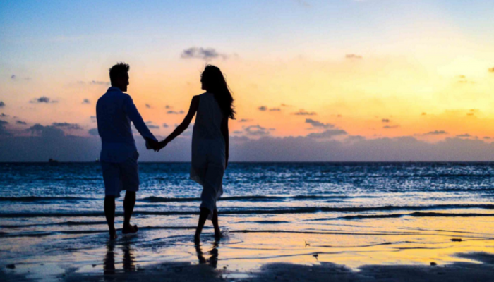 पावसाळ्यात तुमची 'डेट' अधिक रोमॅन्टिक करतील 'या' खास टीप्स