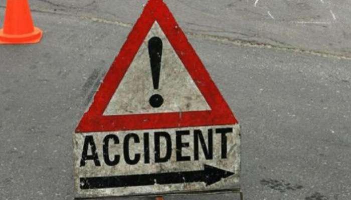 टँकरचा अपघात, फुकटातलं तेल मिळविण्यासाठी नागरिकांची गर्दी
