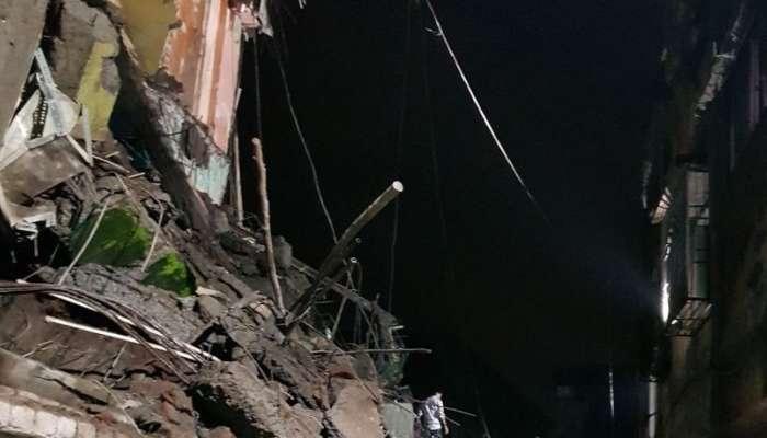 भिवंडीत तीन मजली इमारती कोसळली, ढिगाऱ्याखाली पाच जण दबल्याची शक्यता