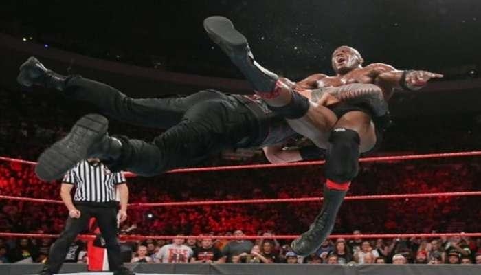 WWE: रोमन रेन्सच्या 'सुपर पंच'पुढे बॉबी लॅश्ले गारद (व्हिडिओ)