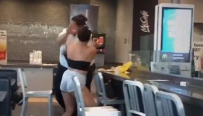 मॅकडॉनल्डच्या सुपरवायजरने महिला कस्टमरला धुतलं