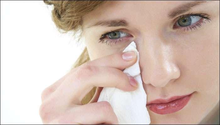 डोळ्यातून सतत पाणी वाहण्याच्या समस्येवर '4' रामबाण घरगुती उपाय