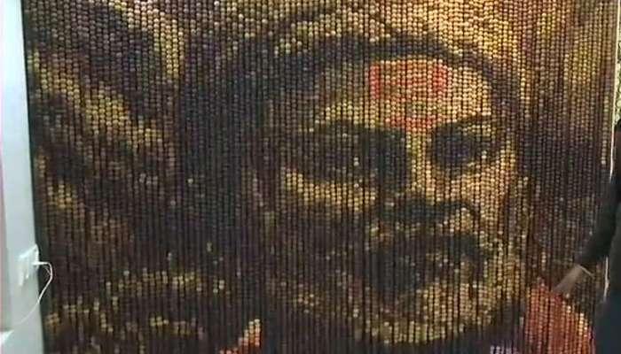 १४ हजार रुद्राक्ष, २८ रंग वापरून साकारले शिवाजी महाराज