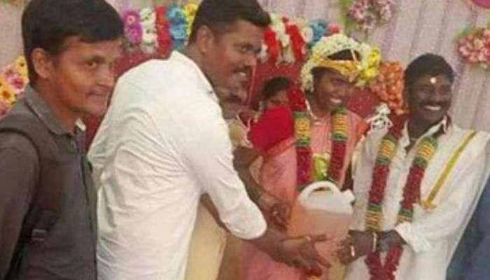 अबब! नवरदेवाच्या मित्रांनी लग्नात दिली 'ही' महागडी भेट
