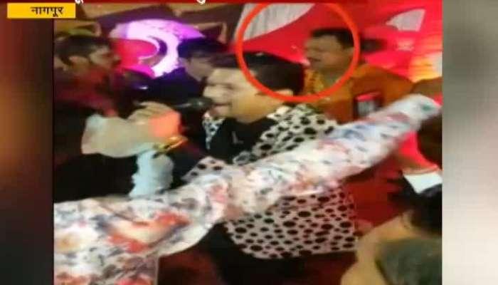 Nagpur Police Hawaldar Dancing In Goons Birthday Party