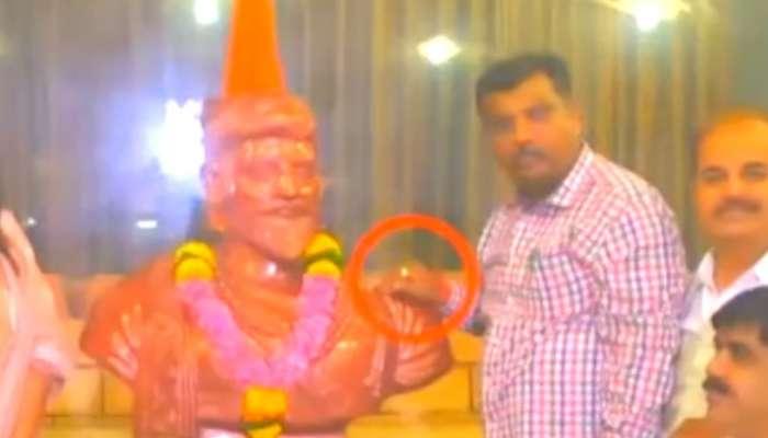 भाजपच्या आमदाराचा प्रताप; शिवाजी महाराजांच्या पुतळ्याच्या खांद्यावर हात ठेऊन फोटो काढला