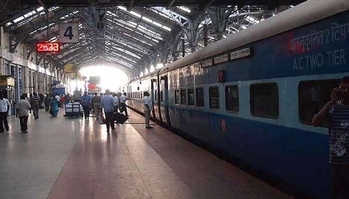 रेल्वेचं भलंमोठं गिफ्ट, मोबाईलवरून द्या तक्रार