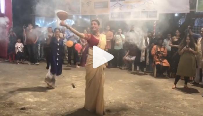 VIDEO : दुर्गापूजेदरम्यान सुष्मिताने सादर केला 'हा' पारंपरिक नृत्यप्रकार