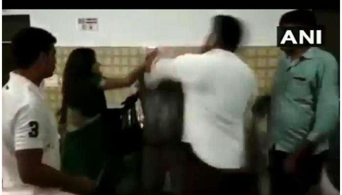 व्हिडिओ : भाजपा नगरसेवकाची पोलीस आणि वकील महिलेला जबर मारहाण